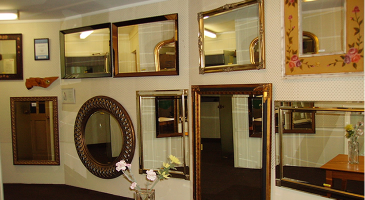 Wall Mirror Showroom